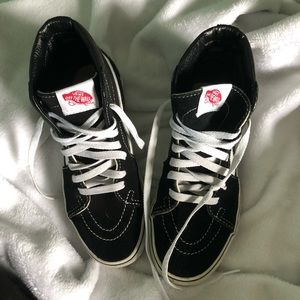 Vans Sk8-Hi Black and White Hightop's
